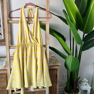 🍃Bebe mini halter neck yellow taupe dress